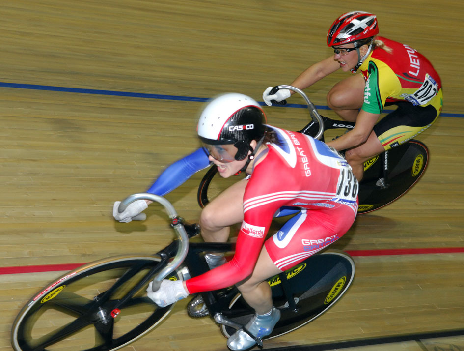 Victoria Pendleton wins sprint world title