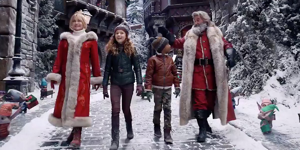 Goldie Hawn, Darby Camp, Jahzir Bruno, and Kurt Russell in The Christmas Chronicles 2