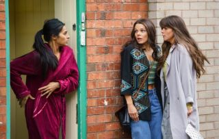 Kate and Sophie get drunk and end up snogging in Coronation Street!