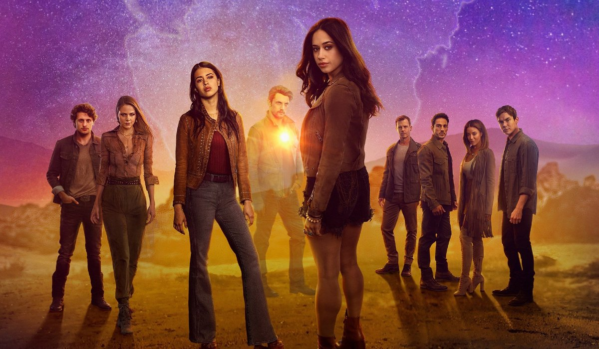 Roswell, New Mexico cast lined up in the desert