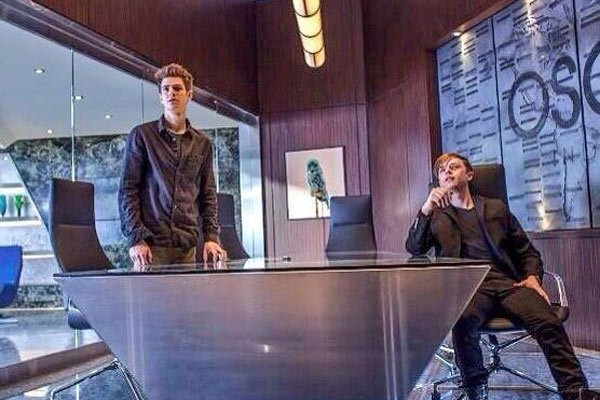 harry osborn takes over oscorp in new amazing spider man 2. Black Bedroom Furniture Sets. Home Design Ideas