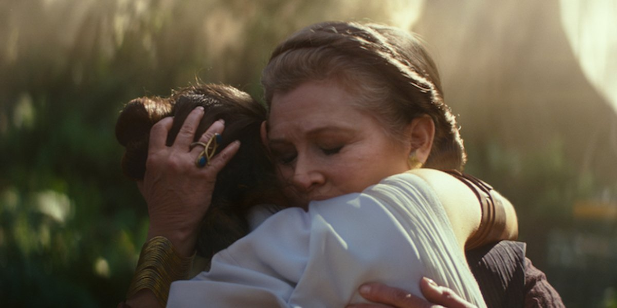 Rey and Leia embracing in The Rise of Skywalker