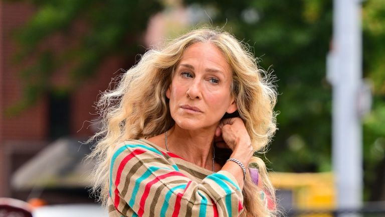 Carrie Bradshaw's fashion in Sex and the City reboot has fans worried and confused