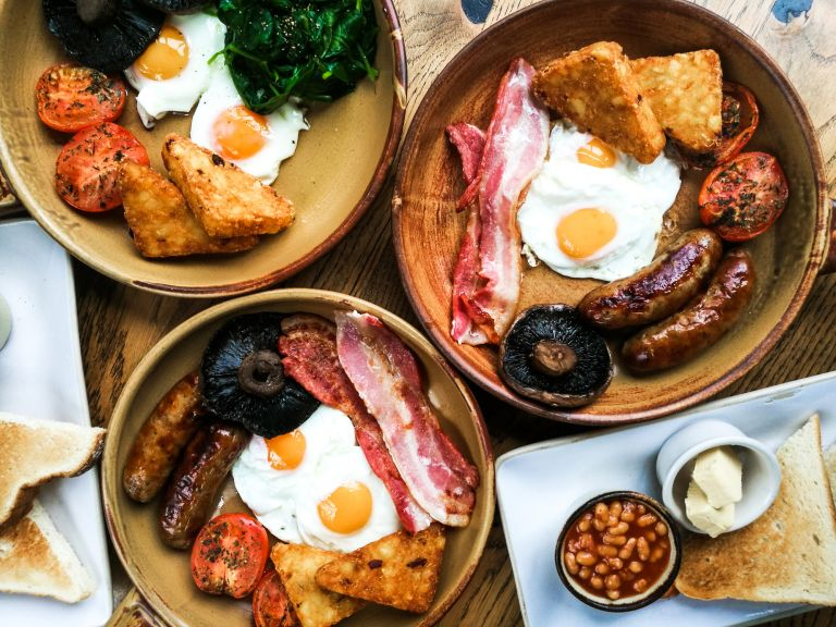 how to make hash browns: Full English breakfast and veggie breakfast with hash browns