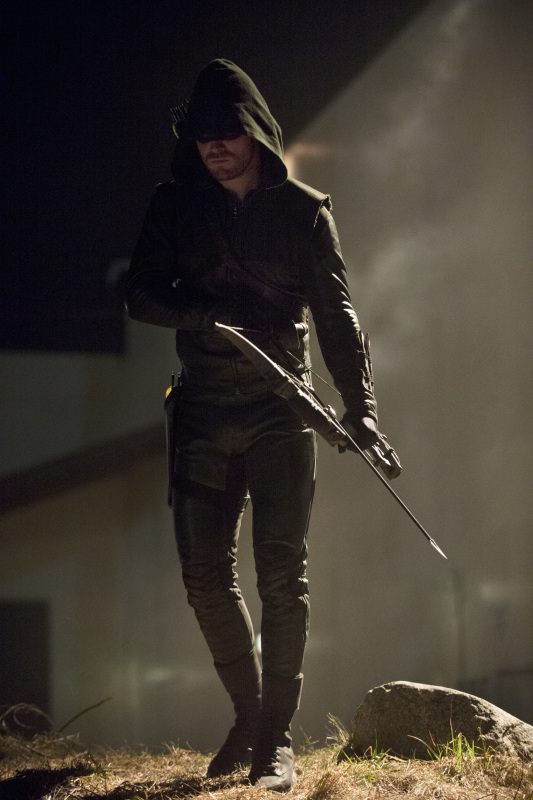 Arrow 'Birds Of Prey' Photos And Episode Description Tease An 'Epic Battle' #30878