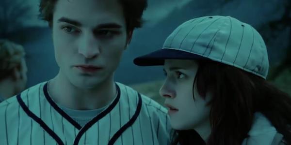 Robert Pattinson and Kristen Stewart play baseball