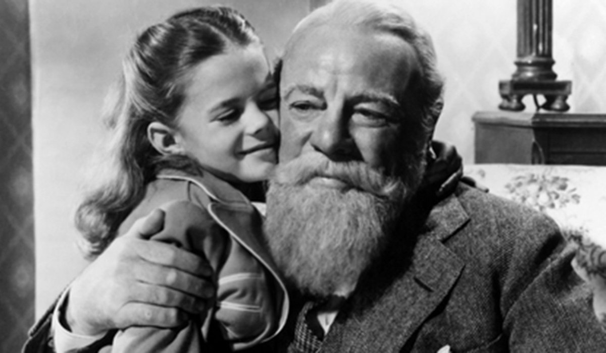 Miracle on 34th Street Susan and Kris Kringle hug
