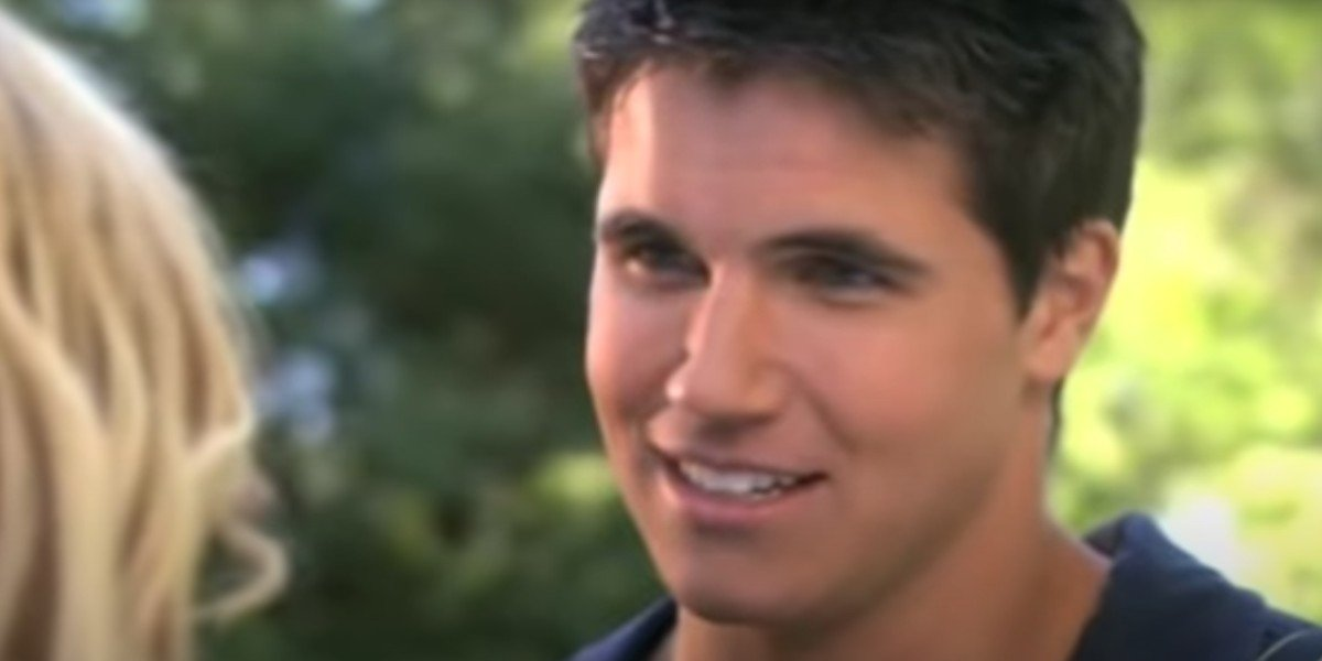 Ashley Tisdale and Robbie Amell in Picture This