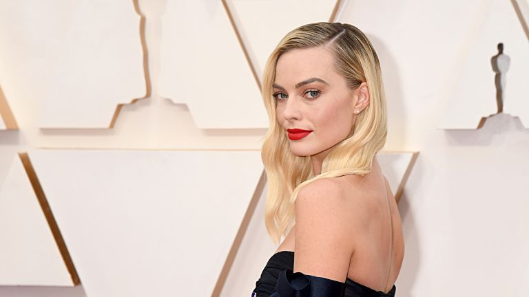 HOLLYWOOD, CALIFORNIA - FEBRUARY 09: Margot Robbie attends the 92nd Annual Academy Awards at Hollywood and Highland on February 09, 2020 in Hollywood, California. (Photo by Jeff Kravitz/FilmMagic)