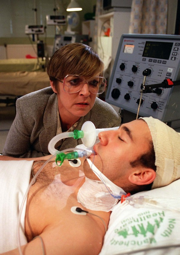 Deirdre says a tearful goodbye to Samir in Coronation Street