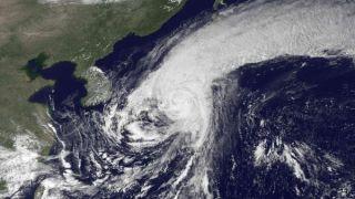 typhoon-roke-landfall-110921-02
