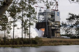 RS-25 engine test-fire