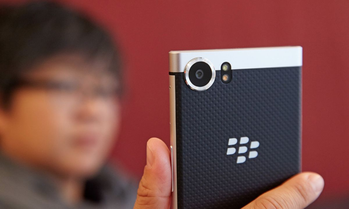 BlackBerry KeyOne Review: In Praise of the Keyboard | Tom's