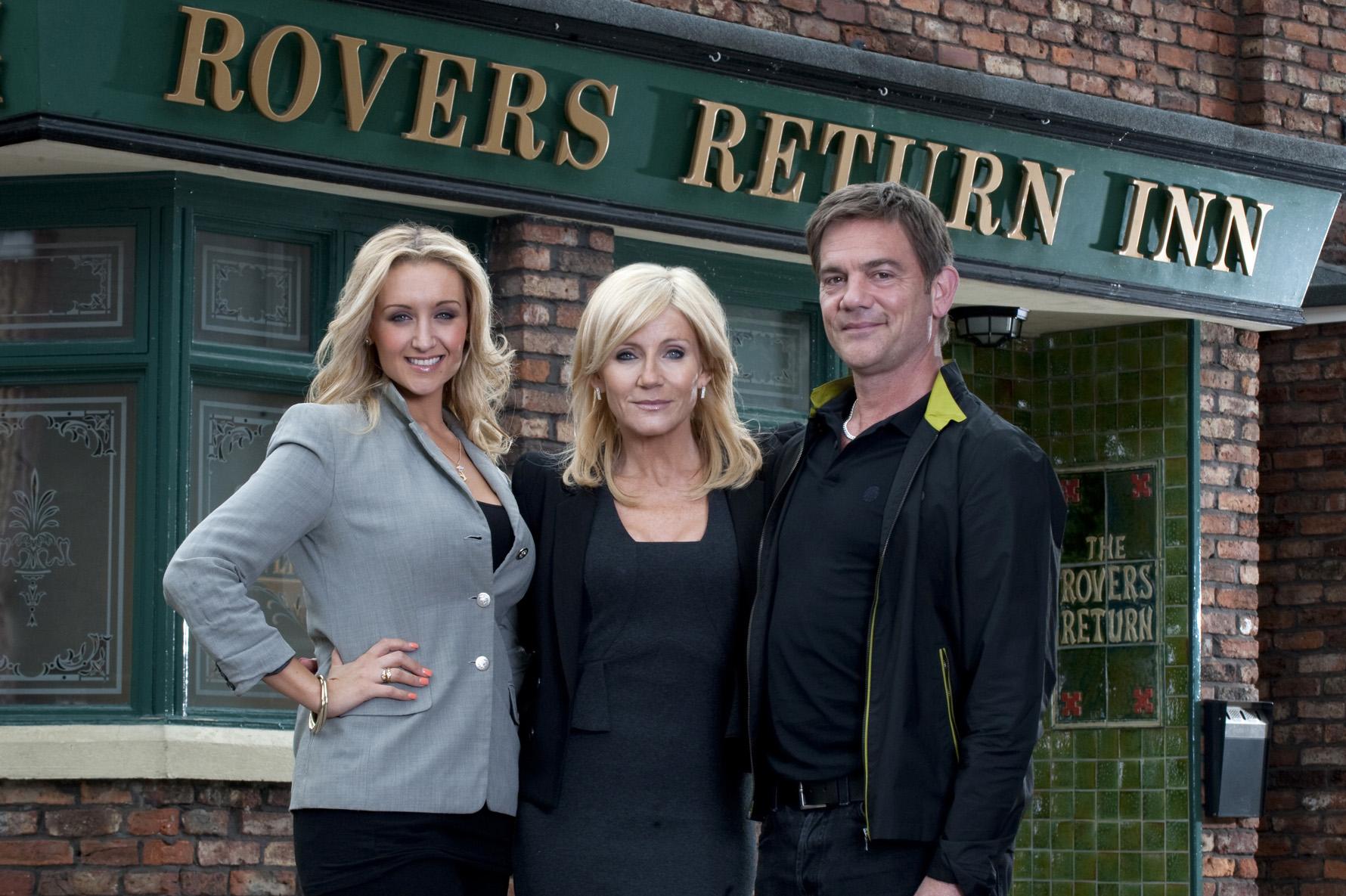 Coronation Street: Stella to buy Rovers Return