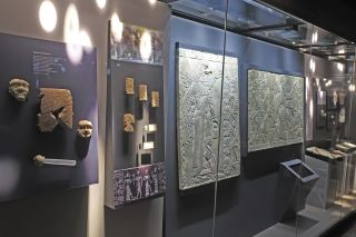 Photo of some of the artifacts in the Ancient Mesopotamia Speaks exhibit at the Yale Peabody Museum of Natural History.