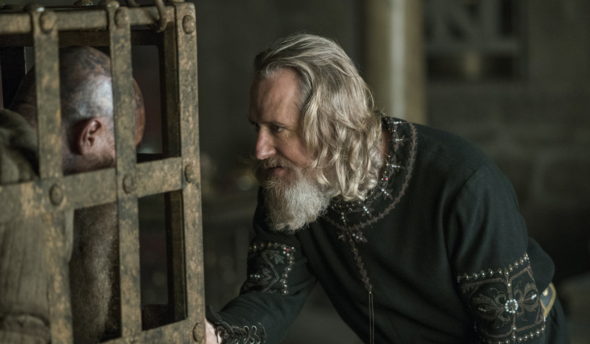 Vikings Travis Fimmel Ragnar Linus Roache King Ecbert History