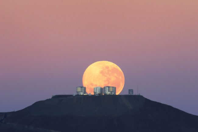 Spectacular Moon Photo Caught Over Chile