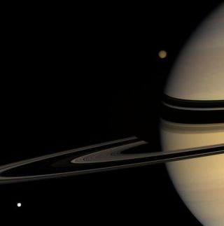 saturn-photos-titan-tethys-110808-02