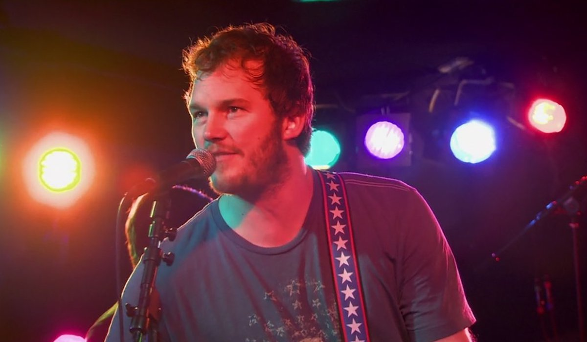 """Chris Pratt in Mouse Rat in Parks and Recreation season 1 """"rock show"""""""