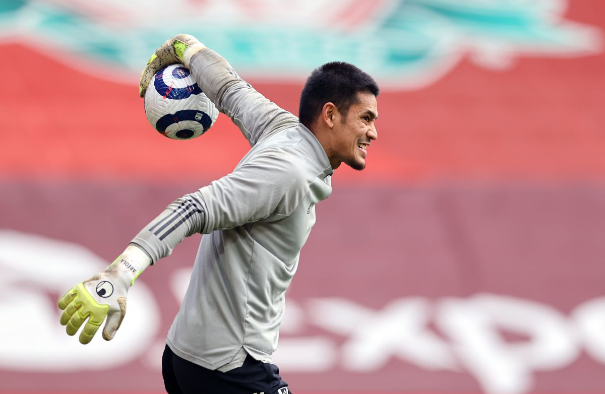 West Ham sign goalkeeper Alphonse Areola on loan from Paris St Germain