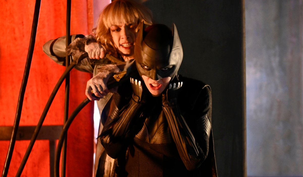 batwoman alice attacking kate