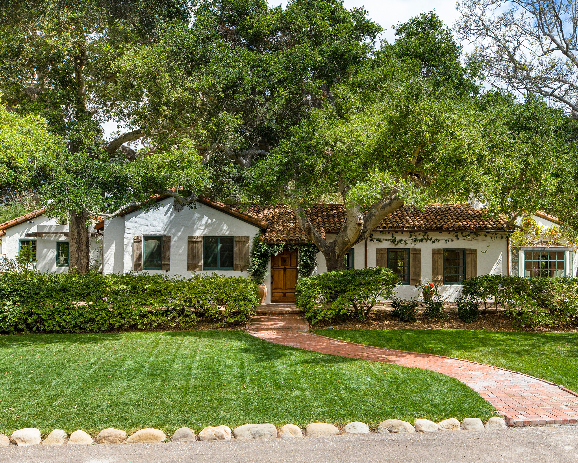 View Oprah Winfrey S House In Montecito A Historic Home Bought From Actor Jeff Bridges Homes Gardens