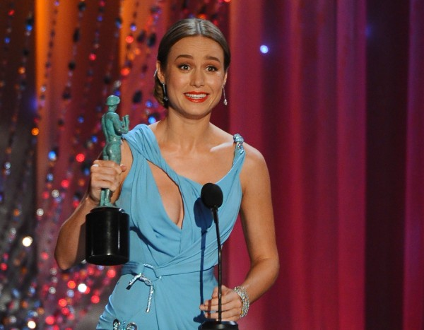 Brie Larson on stage with her award ( Vince Bucci/AP)