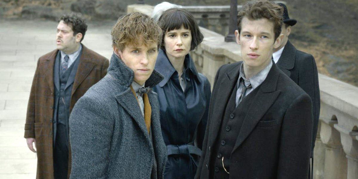 Fantastic Beasts: The Crimes of Grindelwald ending at Hogwarts Newt and Theseus Scamander