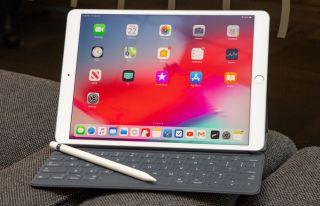 iPad Air 2019 with Apple Keyboard