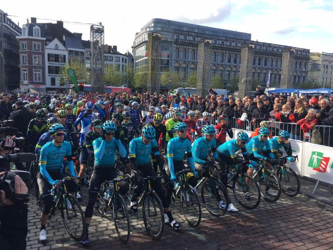 The Astana riders and the Liege-Bastogne-Liege peloton remember Michele Scarponi before the start