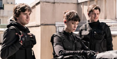 Thom (Freddie Highmore), Lorraine (Àstrid Bergès-Frisbey) and James (Sam Riley) survey the entrance to a bank vault they must enter without alerting hundreds of police standing by to arrest them.