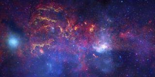 由Nasa的Chandra,Hubble和Spitzer Space Telescopes看到的银河系。