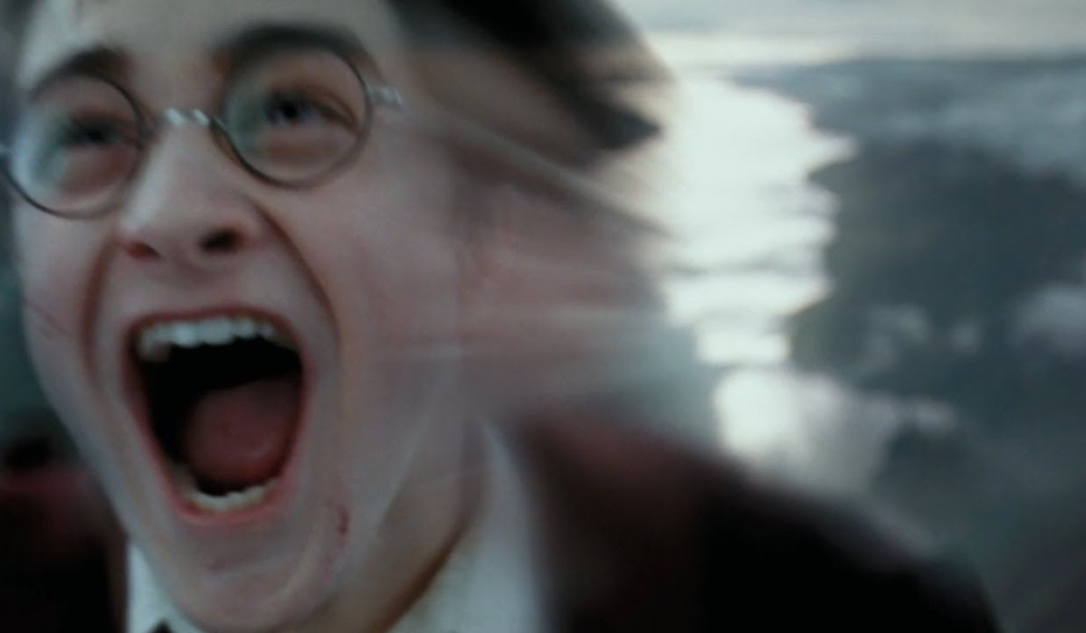 Harry Potter and the Prisoner of Azkaban Harry zooming through the skies