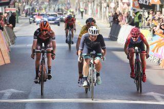 Leah Thomas (Bigla-Katusha) wins the final stage