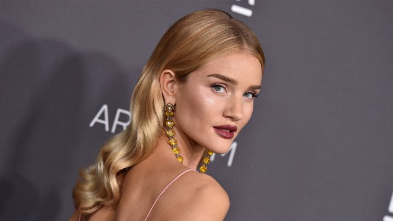 LOS ANGELES, CA - OCTOBER 29: Model Rosie Huntington-Whiteley attends the 2016 LACMA Art + Film Gala honoring Robert Irwin and Kathryn Bigelow presented by Gucci at LACMA on October 29, 2016 in Los Angeles, California. (Photo by Axelle/Bauer-Griffin/FilmMagic)