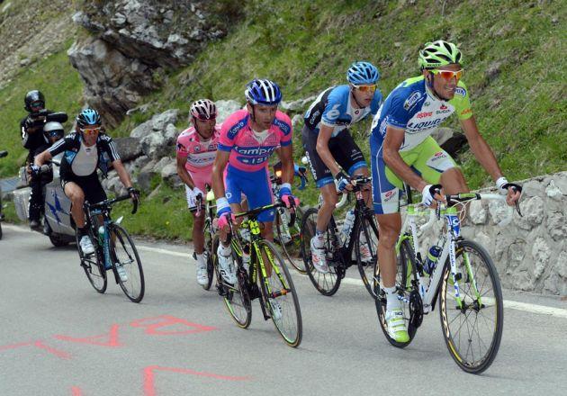 Ivan Basso heads escape, Giro d'Italia 2012, stage 17
