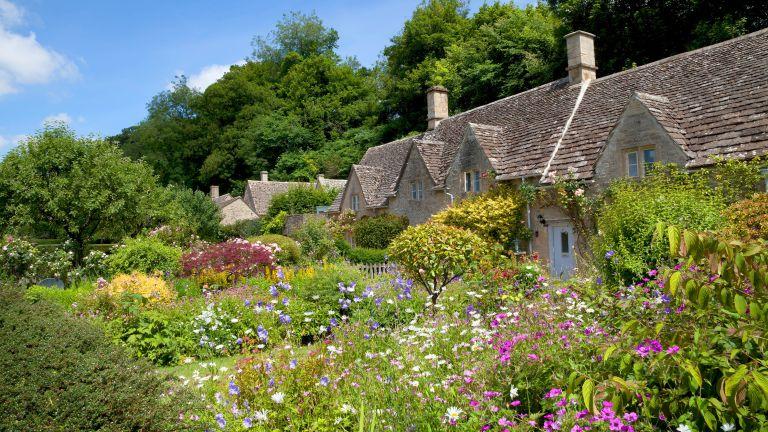 cottage garden ideas: front garden
