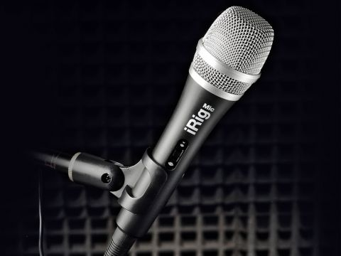 The mic can be used with any compatible apps, as well as VocalLive.