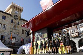 Vuelta Espana 2020 - 75th Edition - 10th stage Castro Urdiales - Suances 185 km - 30/10/2020 - Mitchelton - Scott - photo Luis Angel Gomez/BettiniPhoto©2020