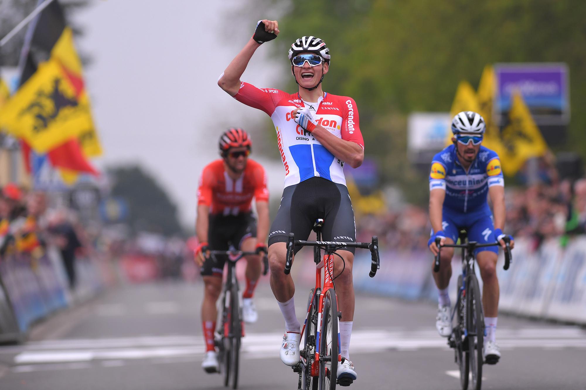 mathieu van der poel shows incredible strength to win de