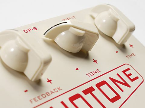 The EchoTone is the only Carl Martin pedal to come in this retro off-white finish
