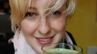 Emily is a UK session drummer and juicing fan