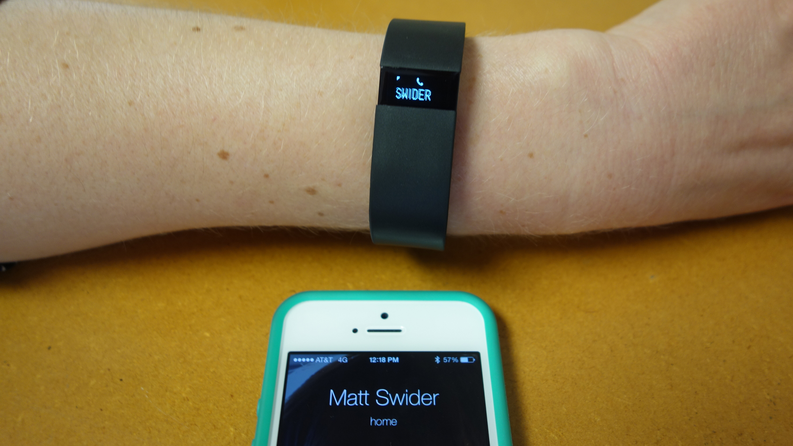 Fitbit Force call notification feature demoed for the first