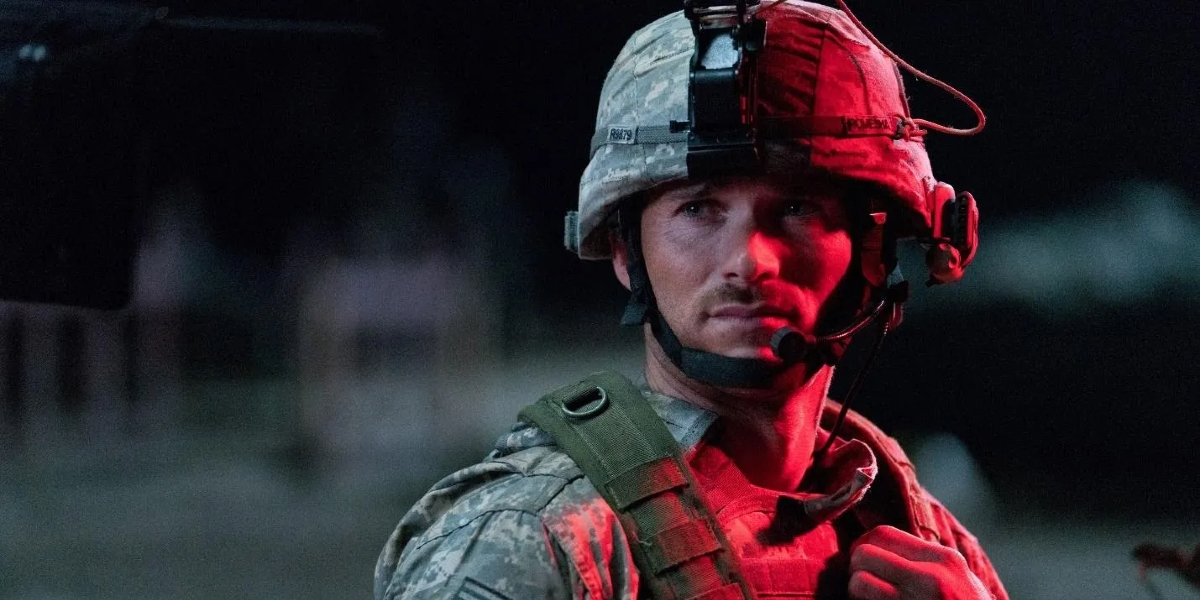 The Outpost Scott Eastwood in battle gear, bathed in red light