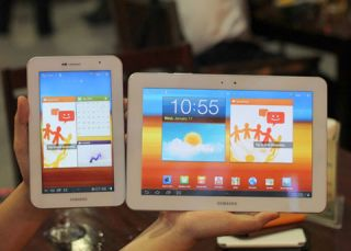 Samsung Galaxy Tab 10.1 and 7.0 Plus in al white