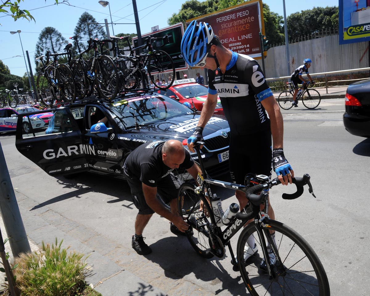 David Millar gets some assistance, Giro d