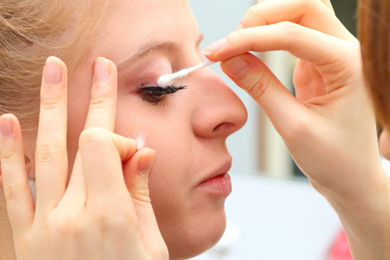 how to remove waterproof mascara hero