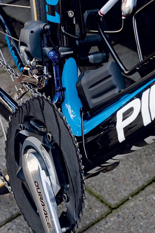 Sky zip ties on battery, Paris-Roubaix 2011 tech