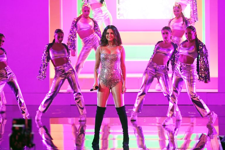 Selena Gomez performs onstage during the 2019 American Music Awards at Microsoft Theater on November 24, 2019 in Los Angeles, California. Selena Gomez workout