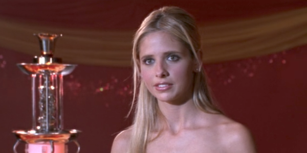 Buffy at The Prom getting her award